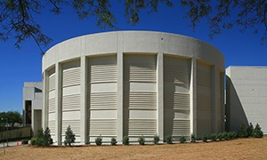2.7 million gallon stratified chilled water storage tank in downtown government area